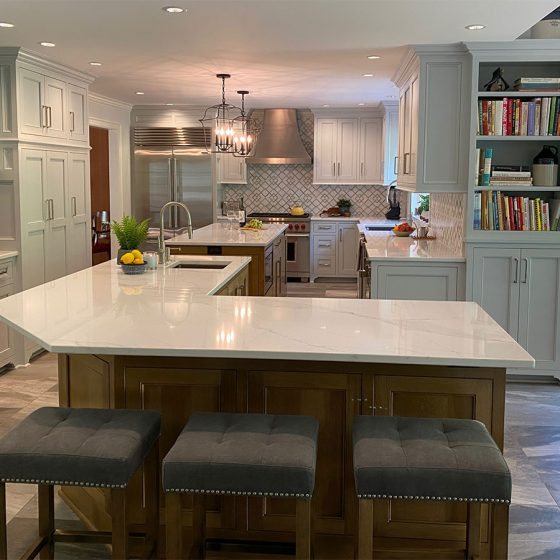 Extensive kitchen work surfaces with seating
